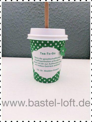 Tea to Go Becher - Spruch: Denn die gesellschaftlichen Gepflogenheiten erfordern, dass ich dir zur Aufmunterung ein heißes Getränk anbiete!  ~ Dr. Dr. Sheldon Cooper