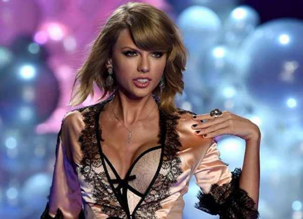 #TaylorSwift Dons Sexy Lingerie for Victoria's Secret Fashion Show