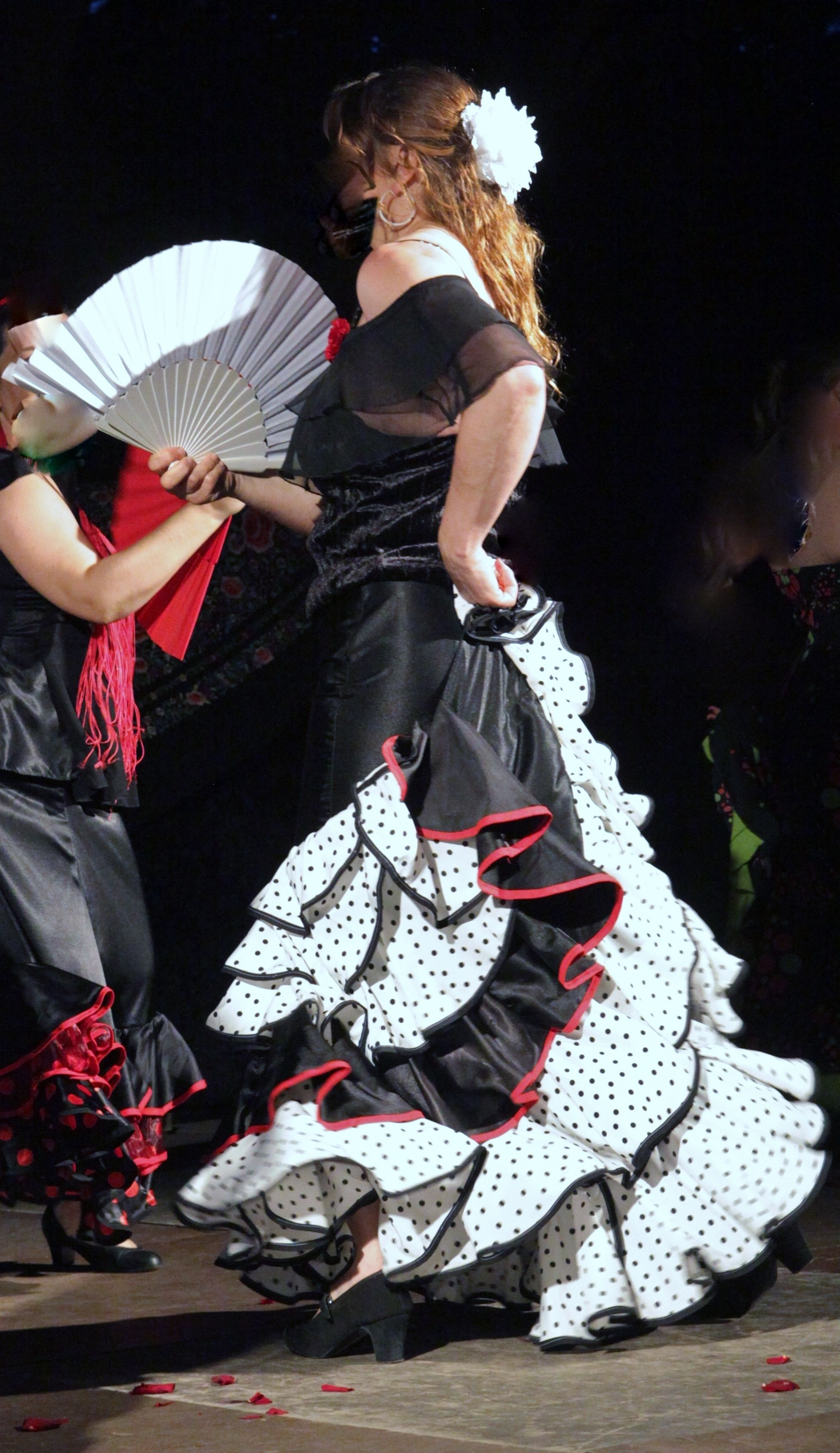 Creer ensemble votre robe ou jupe de flamenco et sevillane for Robe ou ensemble habillé