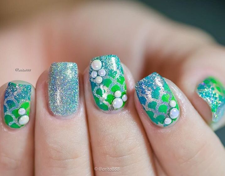 Shes Using Our Scale Nail Stencils To Create This Look
