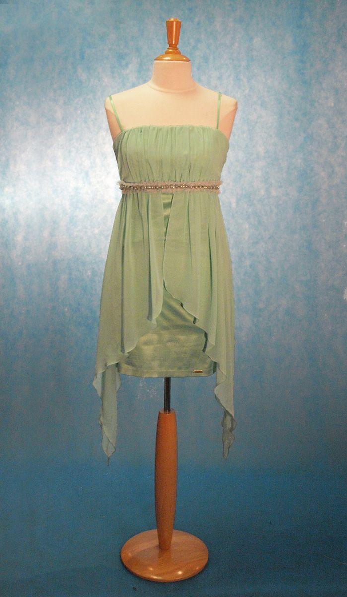Cette robe fourreau mettra vos formes féminines en valeur. Sa teinte la  rend parfaite pour f8340b9eeaee