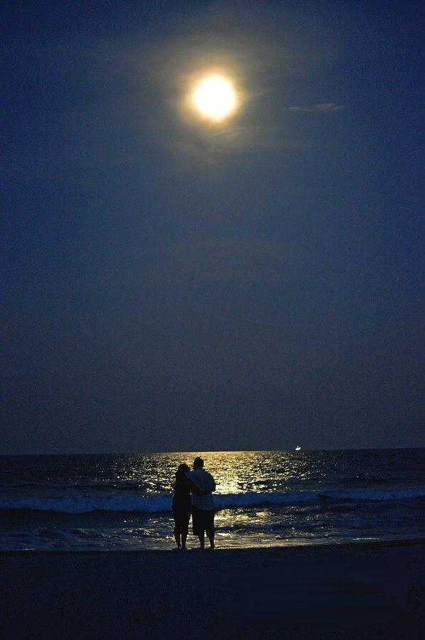жить картинка двое у моря ночью интернете есть