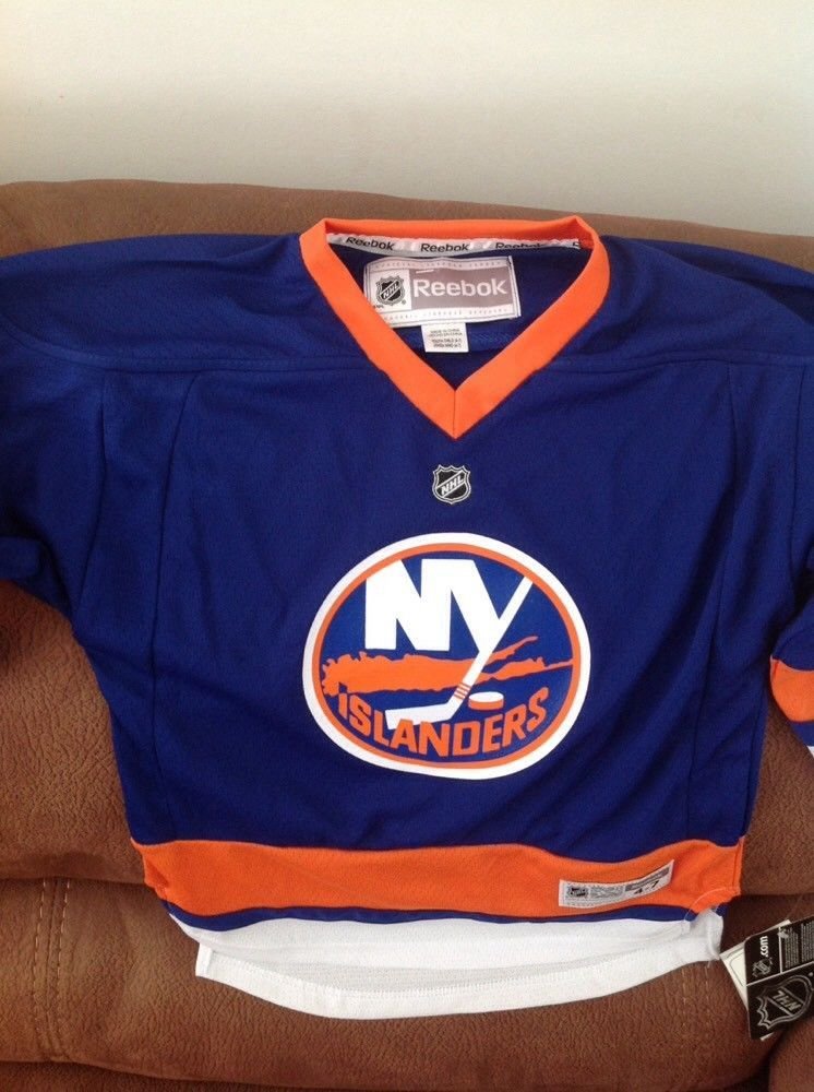 big sale 6c963 cf663 Reebok ny islanders Hockey NHL jersey NWT size 4-7 youth ...
