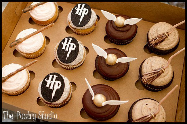 Harry Potter cupcakes - fantastic detail on the wands, snitches and brooms. @Amy Lyons King