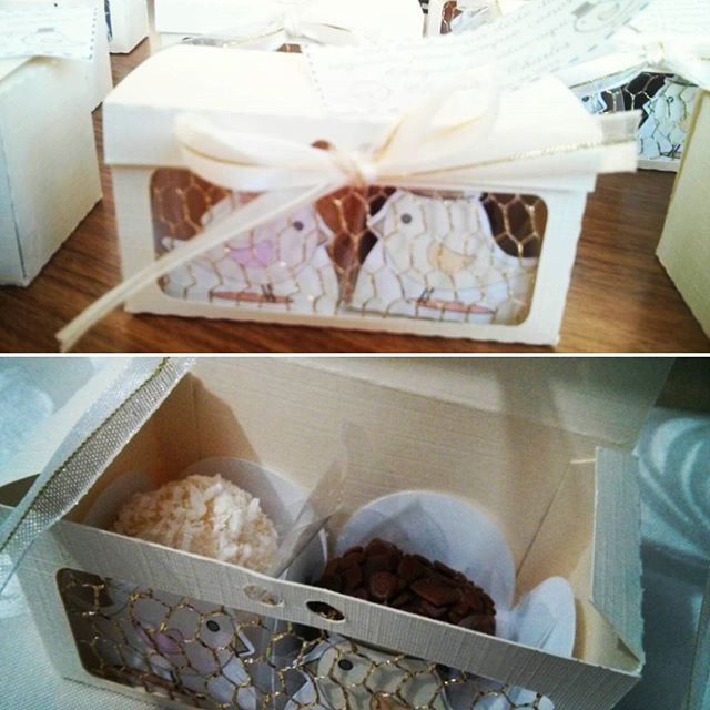Lembrancinha para casamento, caixa decorada com tela dourada para brigadeiros gourmet, by Mão de Anjo e Brigadeiros da #brigourmetbrigadeiros  #maodeanjo #lembrancinhacasamento #casamentopersonalizado #casamento #caixaspersonalizadas