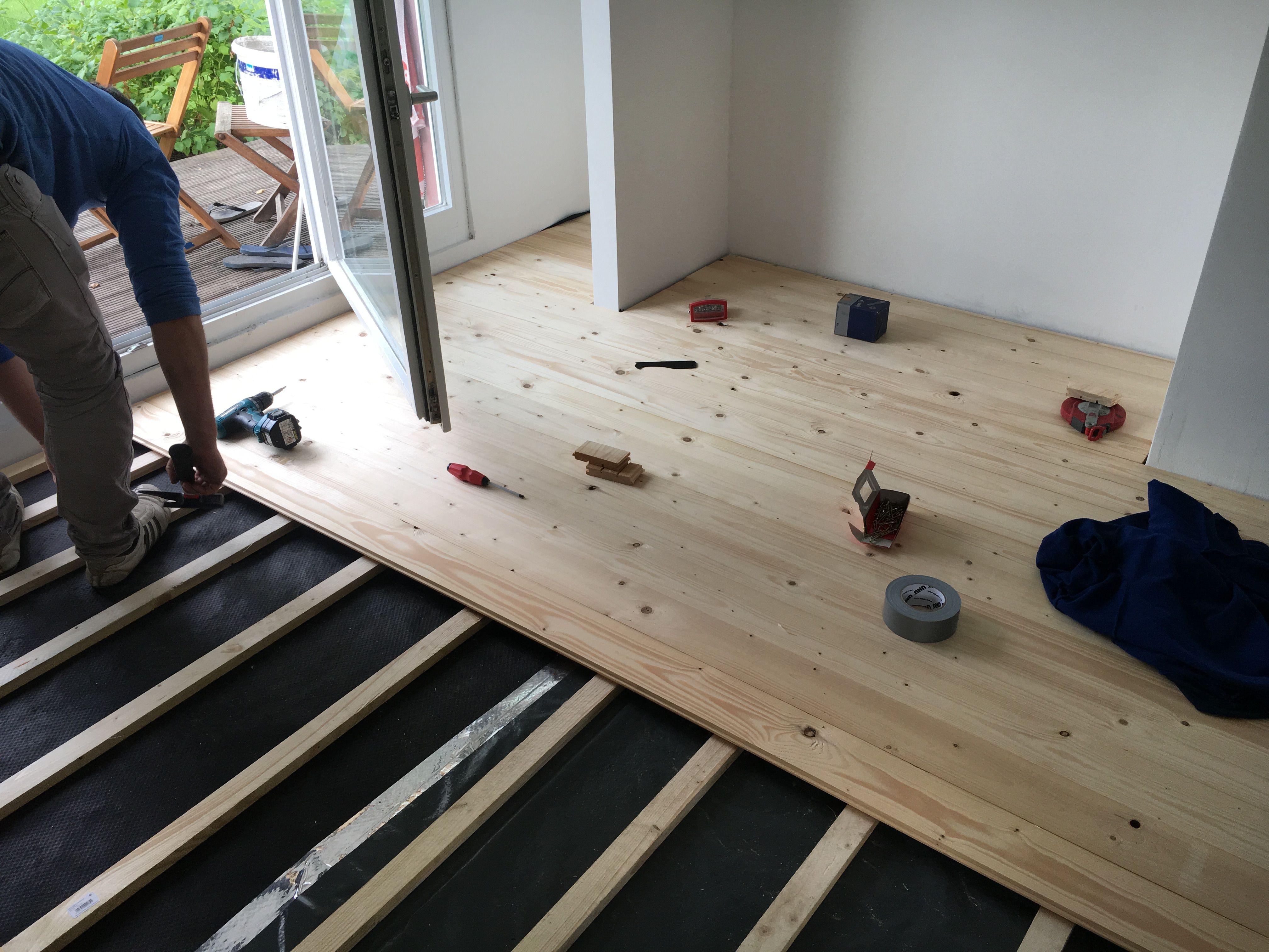 Fußboden Schlafzimmer Mitnehmen ~ Fußboden aus rauhspund rauspund als dielenboden wohnzimmer