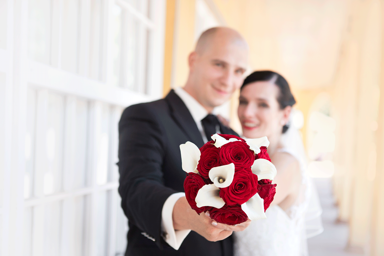 Wir Haben Eine Wundervolle Hochzeit Begleitet Im Kurpark Von Bad Lauchstadt Eine Wunderschone Braut Und Brautigam In Einer In 2020 Hochzeitsfotograf Hochzeit Fotograf