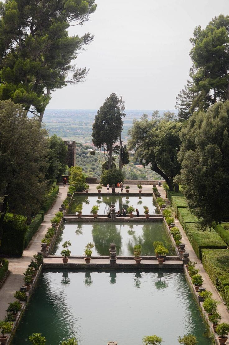 The Terraced Gardens Of Villa D Este Have A Network Of Cascades Waterfalls Fountains And Architectural Niches 1 Terrace Garden Park Landscape Castle Garden