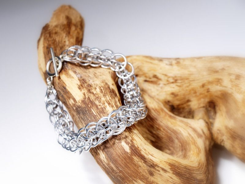 """""""Silver Surfer"""" Armband  von Chain-Elle Art's - wunderschöner Chainmaille Schmuck. Finde zu Deiner Geschichte Dein passendes Schmuckstück. Einzigartig."""