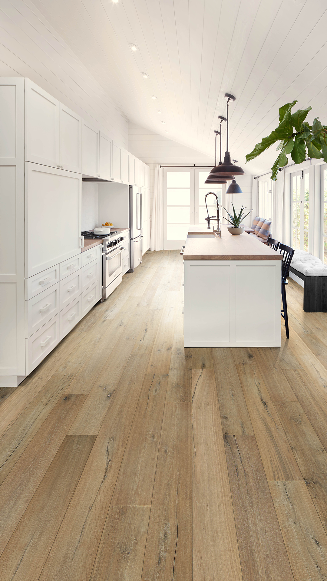 Rustic Is In With This Kitchen Anew Oak Gentling Engineered Hardwood Flooring Contrasts Perfectly W Hardwood Floors Dark Hardwood Floor Colors House Flooring