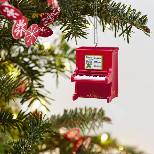 Pin By Yana 0001 On Kukolnaya Miniatyura Hallmark Ornaments Keepsake Ornaments Christmas Tree Ornaments