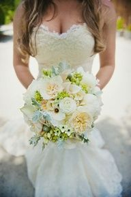 Peach and white bouquet.. I wish this picture were bigger :/