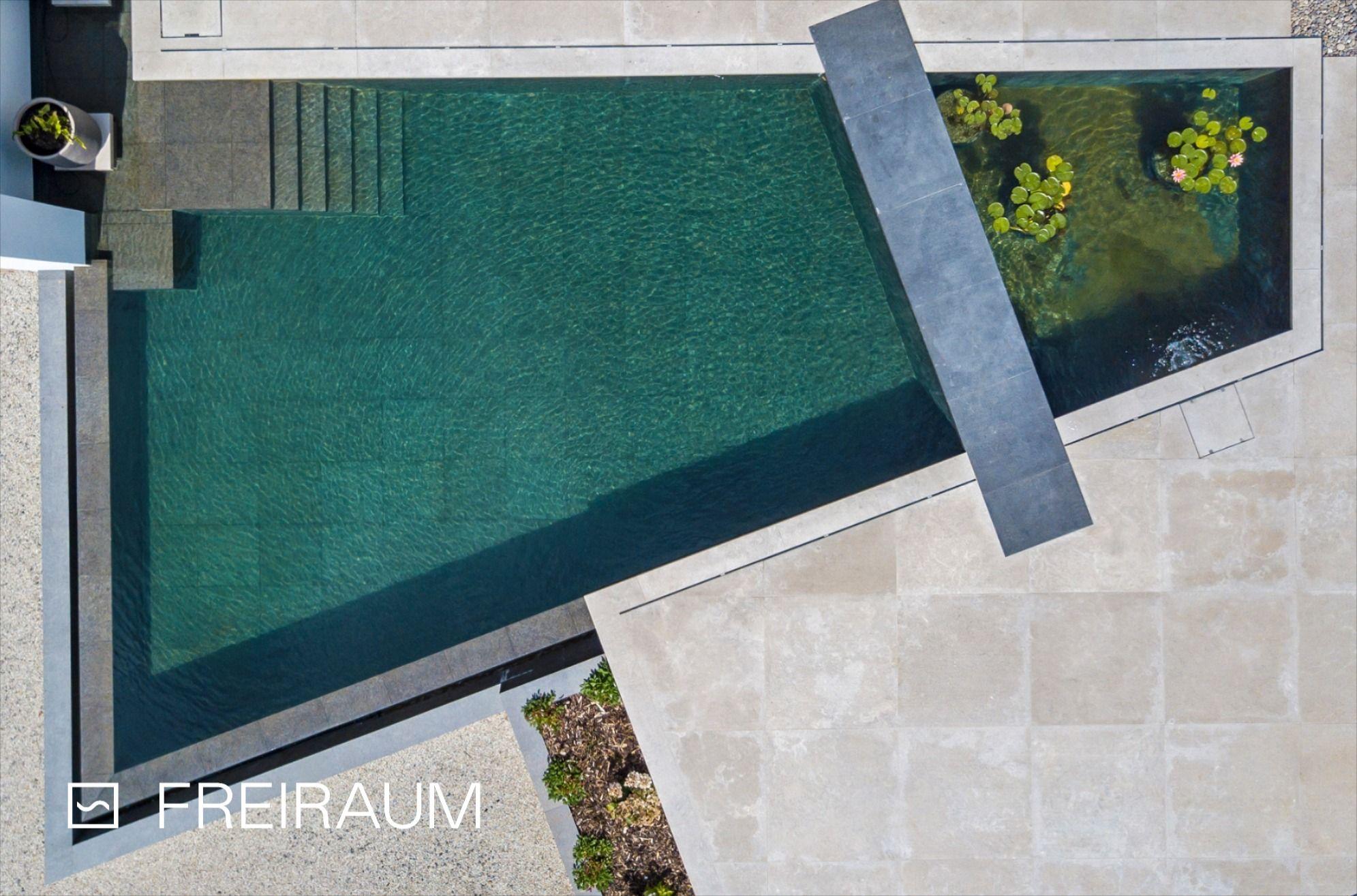 Der Living Pool kann klassisch wie ein Pool 💦 oder mit Pflanzbereich 🌿 realisiert werden. Die Ausstattung umfasst Unterwasserbeleuchtung, Wasserspeier, Gegenstromanlage und viel mehr. #biotop #livingpool #naturpool #biopool #swimmingpond #schwimmteich #naturteich #wasserimgarten #pooldesign #poolaccessories #poolgestaltung #gartendesign #schwimmen #nochemicals #naturnah #sustainableliving #nachhaltig #ressourcenschonen #garten #outdoorliving #swimming