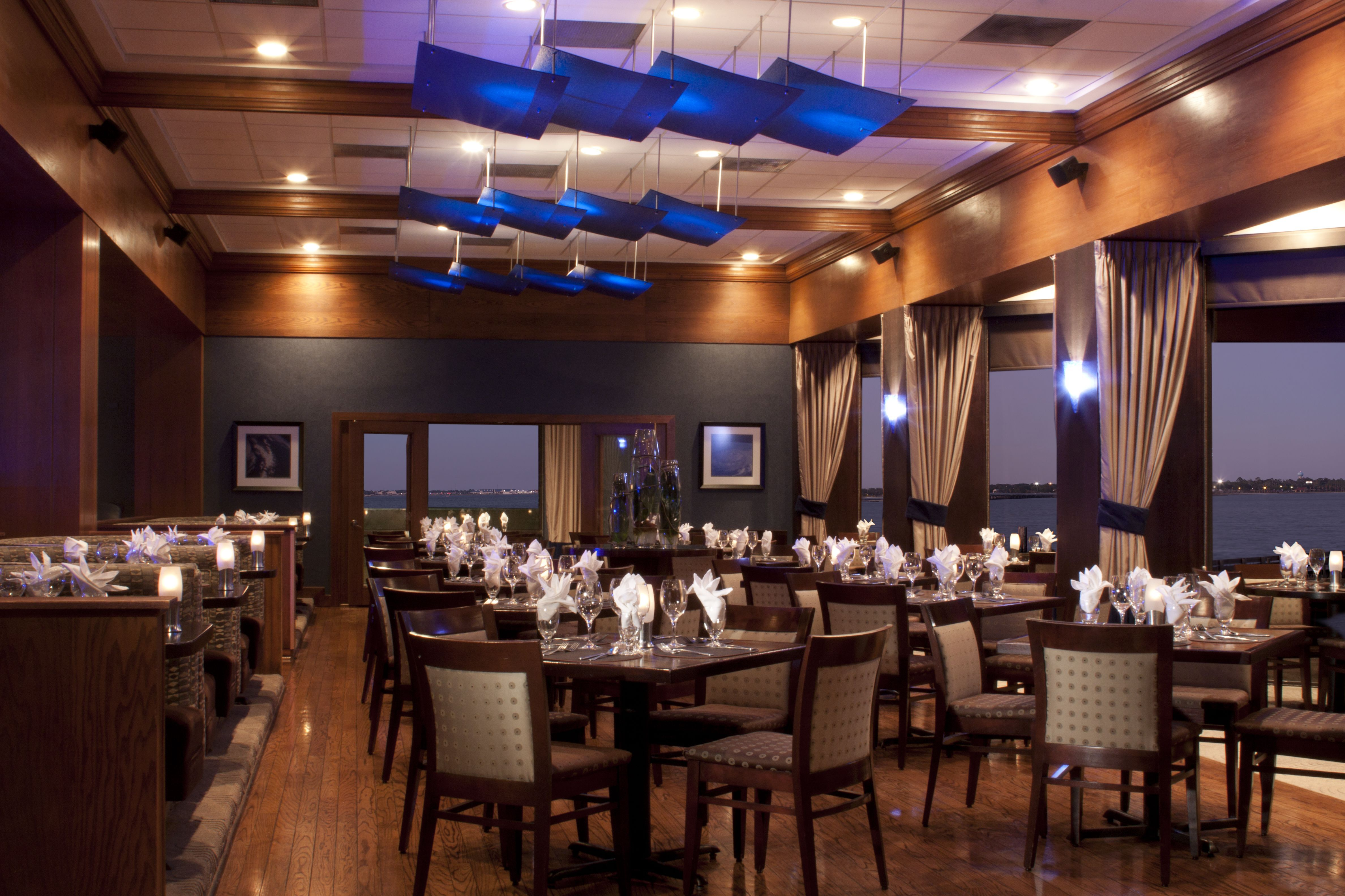 The Luna Restaurant At The Hilton Houston Nasa Clear Lake  Rooms Mesmerizing Lake Hotel Dining Room Design Ideas