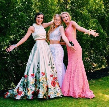 Best photography poses for girls prom pics ideas #photography #promproposal #promphotographyposes