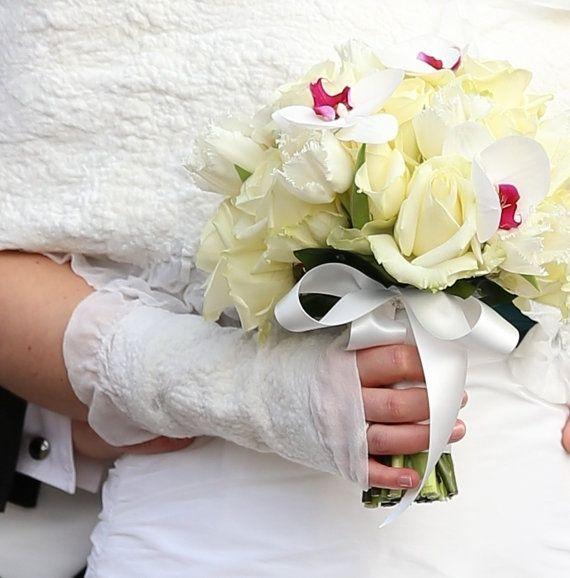 White peony Witte bruidshandschoenen van BridalStories op Etsy