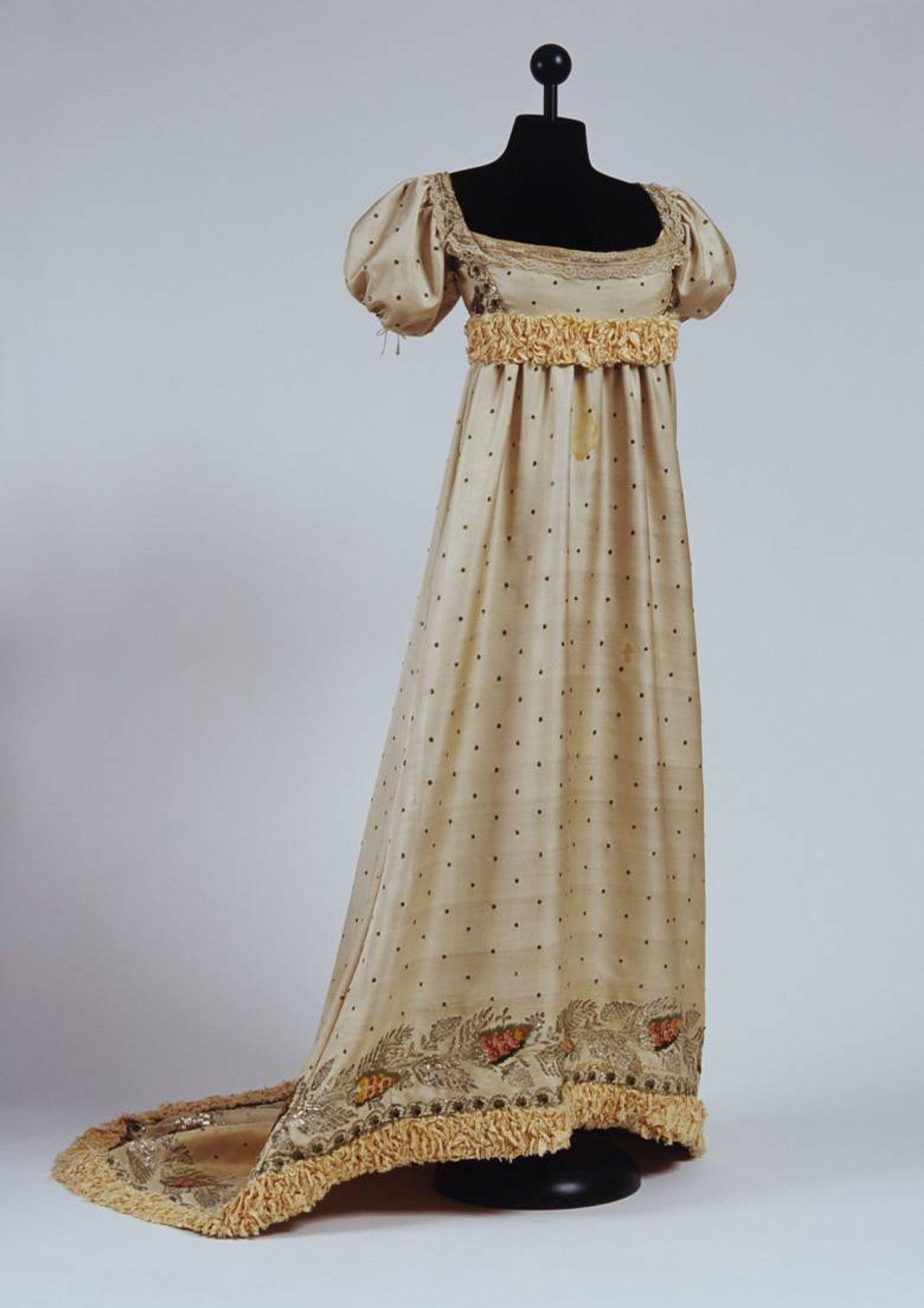 1820s Court Dress Museo Del Tessuto E Costume Spoleto Umbria Italy: 1820s Wedding Dress Box At Websimilar.org