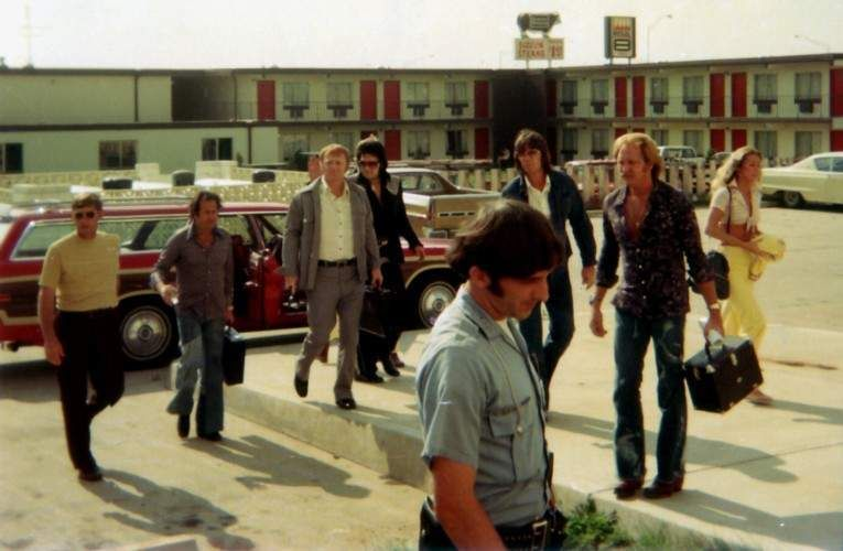 Elvis in Terre haute july 9th 1975. We can see Red West at Elvis side. That day Elvis was wearing a concert suit as personnal wardrobe .