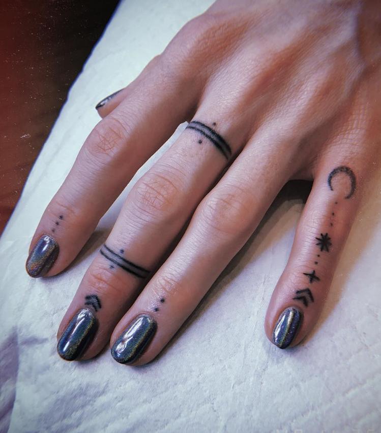 54 Exquisite Tiny Finger Tattoo Ideas of Minimalist Ink For Woman – – Tattoo – #exquisite #Finger #ideas #INK #Minimalist