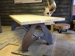 Eiken tafel met stalen onderstel bogi bogie massieve tafel