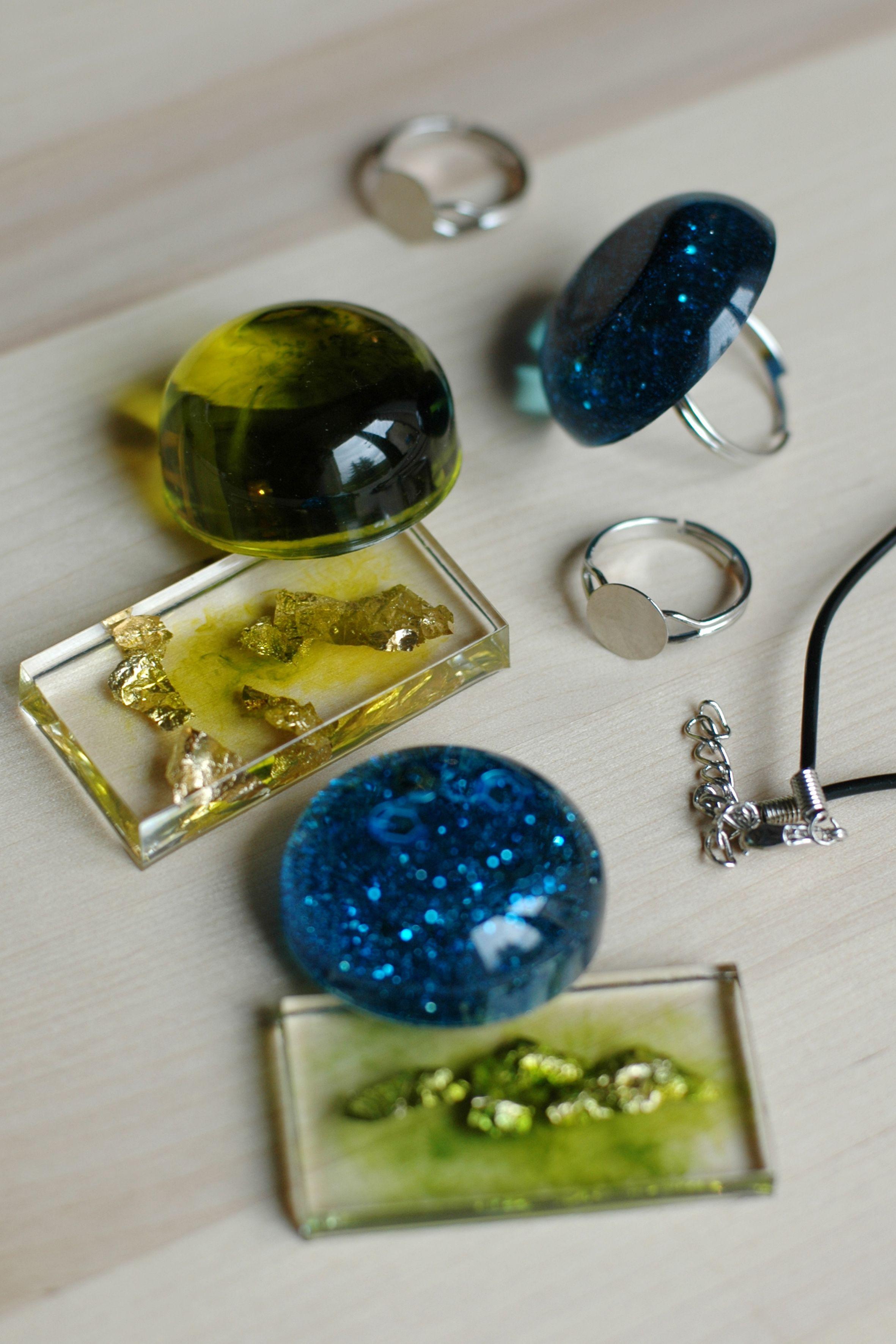 Bijoux translucides faits avec de la r sine cl op tre bijoux en r sine cr ations et - Bijoux en resine ...