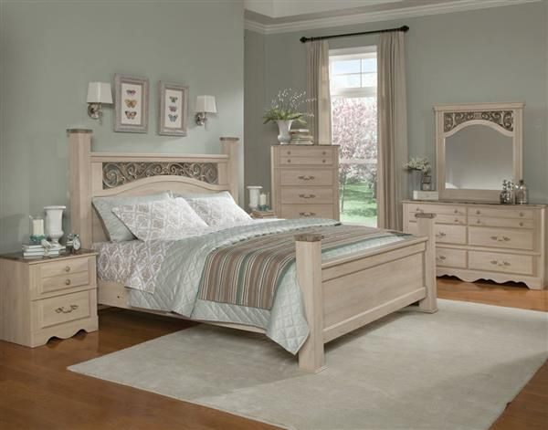 Torina Traditional Cream Wood 5pc Bedroom Set W/Queen Poster Bed - Poster Bedroom Sets