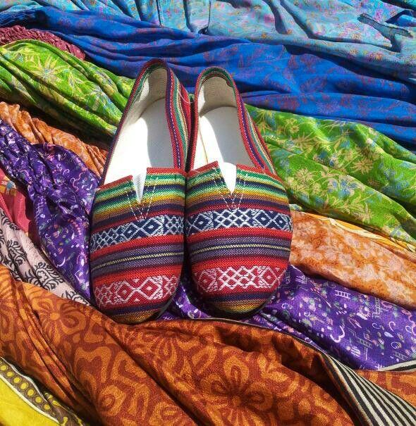 Buenos dias, ya es vierneeeesssssss!!!!!! hoy os los damos con mi nueva adquisiciòn, los zapatos @babucshoes @haphaveapair @ignape @amparojc  Son taaan còmodas!!!! www.dandua.com www.hap.es #bydandua #haphaveapair #moda#complementos # fashion #instafashion