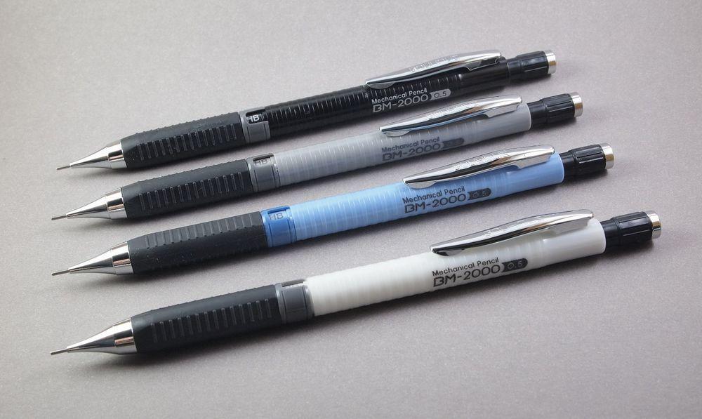 MONAMI – Bauhaus BM-2000 mechanical pencil, 0.5mm. Ribbed plastic barrel with ergonomic triangular rubber grip, lead indicator and twist eraser.