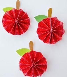 Apfel falten eine einfache anleitung herbst winter for Apfel basteln herbst