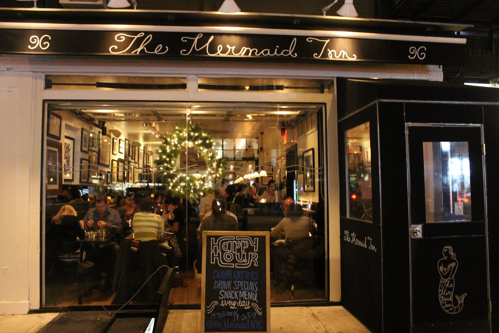 For some cozy camaraderie and freshest seafood during December, I head to either The #Mermaid #Inn or #Oyster Bar #Christmas