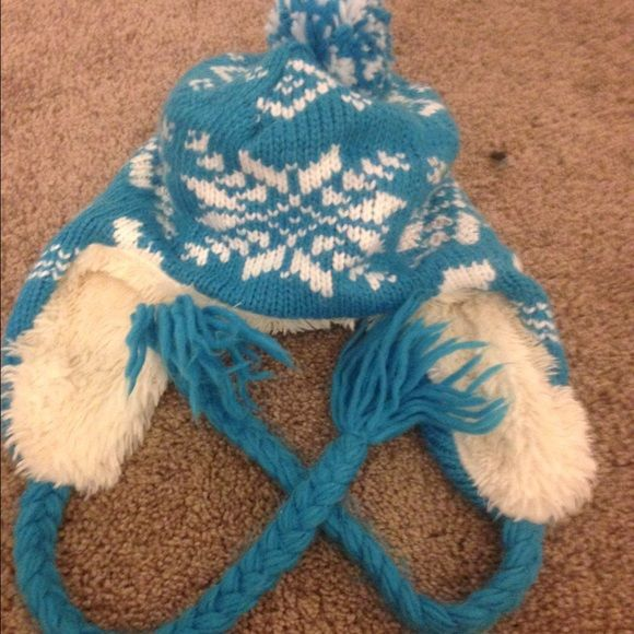 Blue snowflake hat Fluffy hat, never worn Accessories Hats