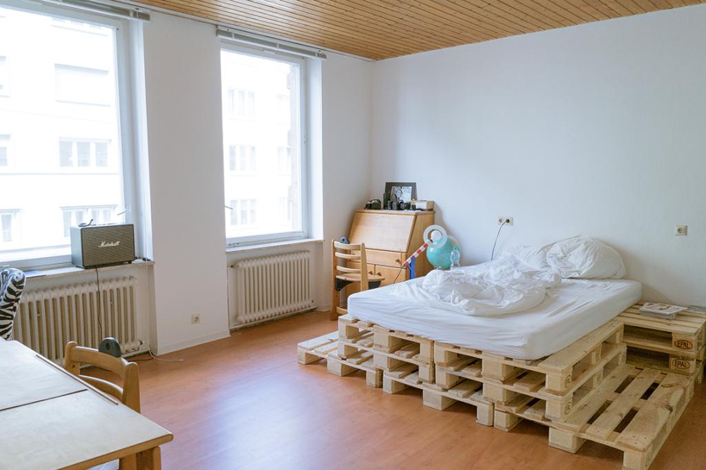Dreistufiges Palettenbett fürs Schlafzimmer. #DIY #Bett #Paletten ...