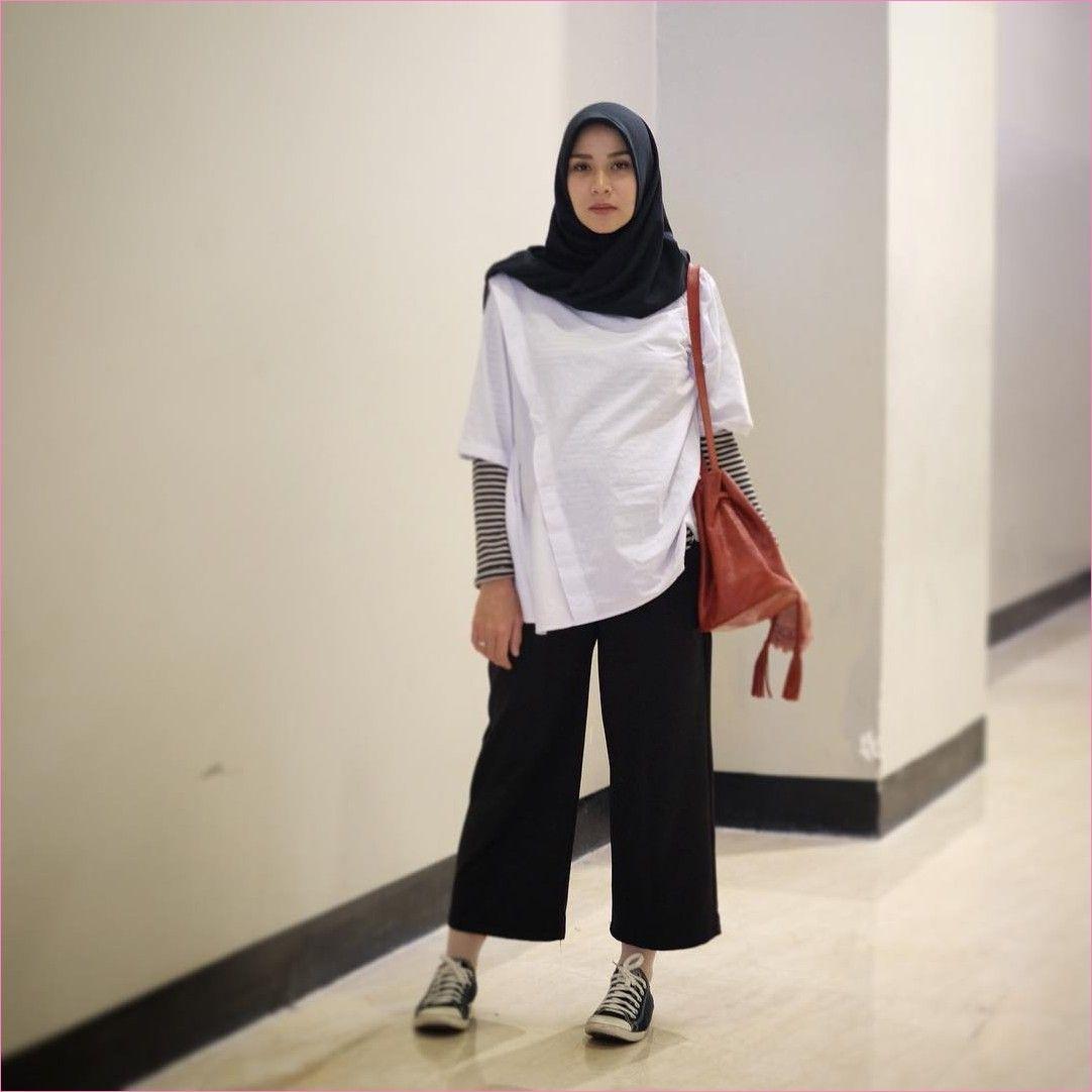 Outfit Baju Remaja Berhijab Ala Selebgram 2018 kaos panjang mangset tunic  blouse top kets sneakers stripe