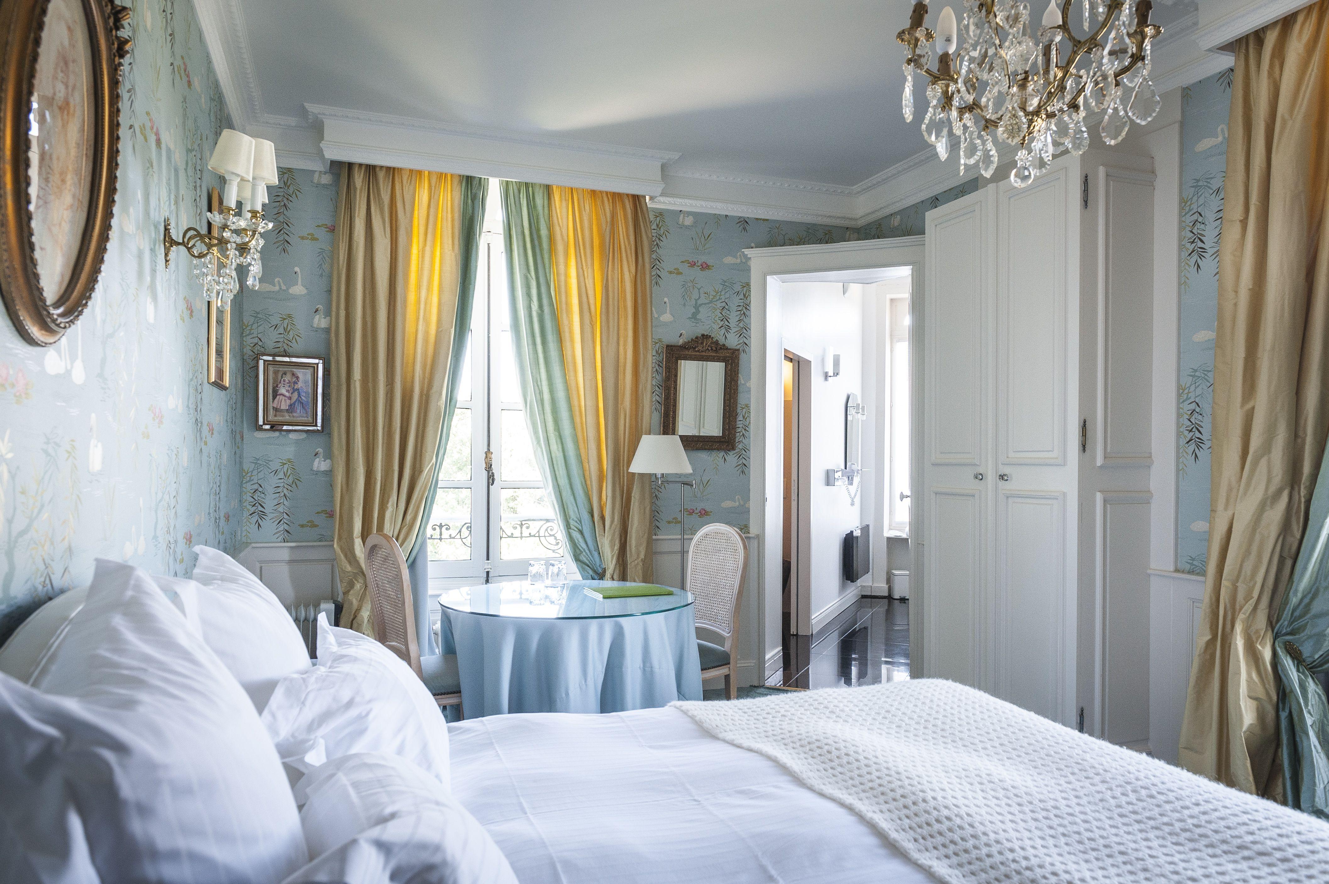 Chambre d H´tel au ch¢teau d Apigné Hotel room into the Castle