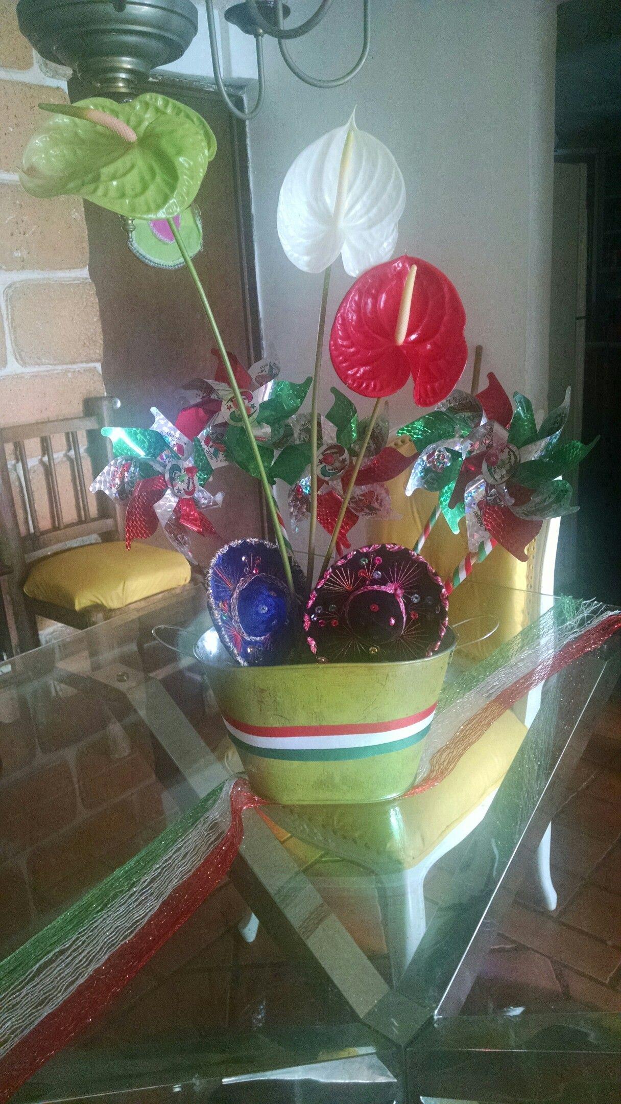 antulio flores naturales tienen los tres colores de México, celebrandi