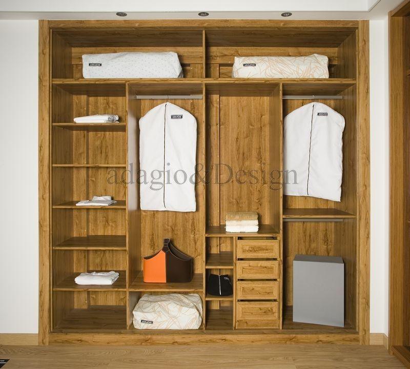 Interior de armario forrado a medida con pilares y for Closets interiores