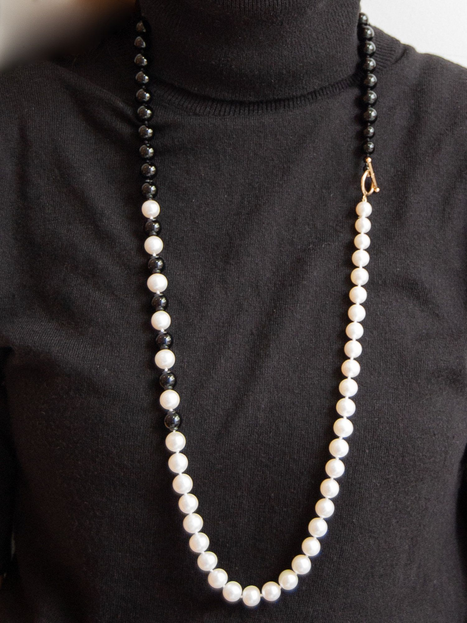 Geometry in Motion! Smashing Necklace of Large Lustrous 10.4mm Freshwater Cultured Pearls &Fine Black Onyx with 14K toggle catch measuring 34.5 inches. in Motion! Smashing Necklace of Large Lustrous 10.4mm Freshwater Cultured Pearls &Fine Black Onyx with 14K toggle catch measuring 34.5 inches.     Onyx and Pearl    Two-tone style    B&W style    Black & White Style       Geometric inspiration    Pearl Necklace    Alternating Beads    Real Onyx    Cultured Pearls   