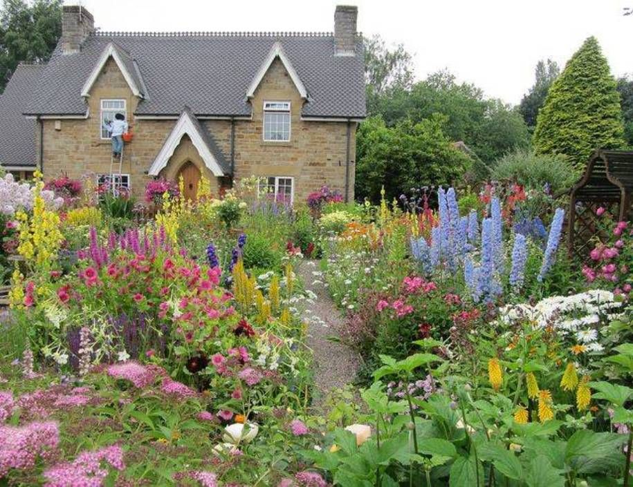 Garden and lawn romantic english garden design cottage for Cottage garden design
