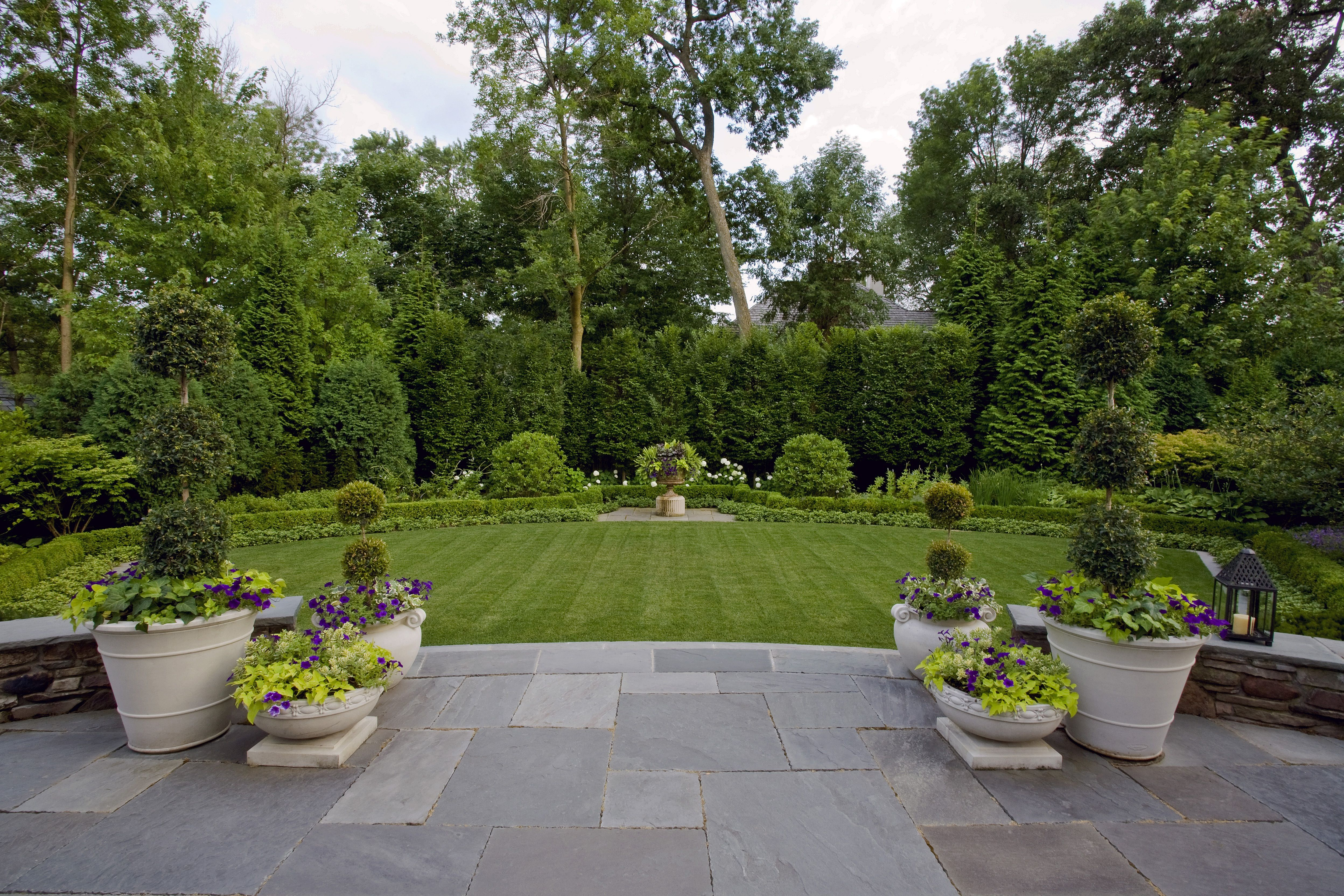 12 Lush Exterior Oases Created By Top Talent Landscape Designers