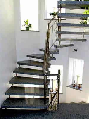 Granit treppe freitragend