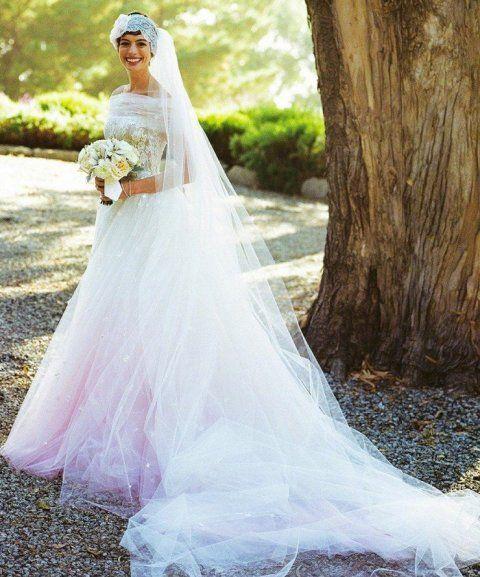 Hathaway abito sposa Valentino