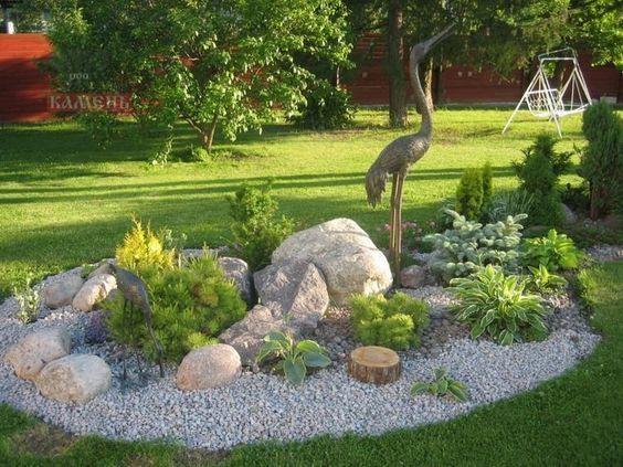Steingarten Gestalten Beispiel Grauer Kies Funkien Wacholder Metall Statue Garten Gestalten Steingarten Gestalten Garten