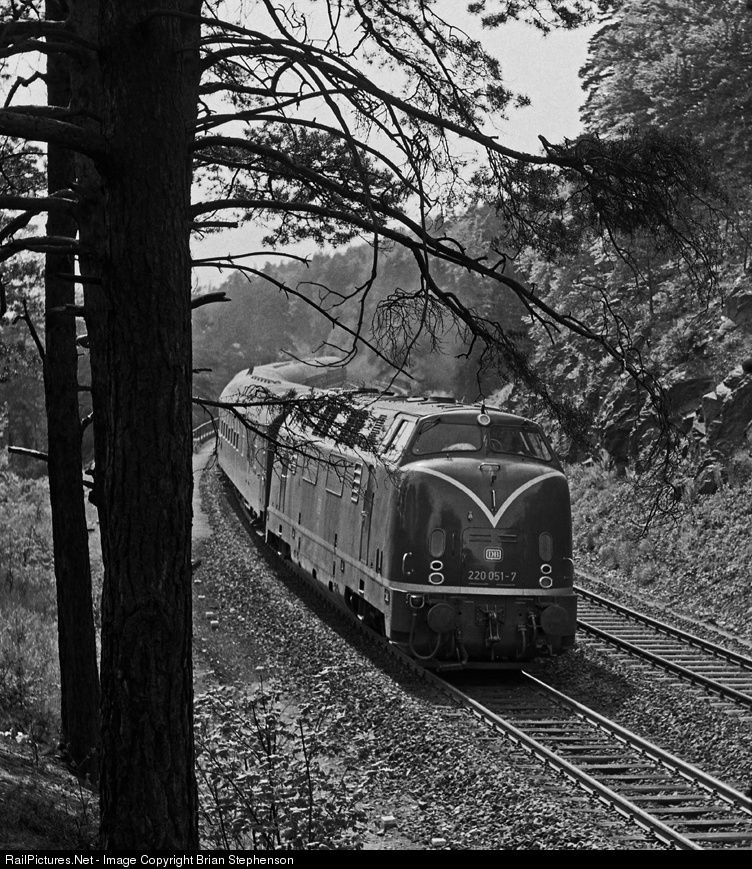 RailPictures.Net Photo: 220 051-7 Deutsche Bundesbahn BR 220 at Martkschorgast, Germany by Brian Stephenson