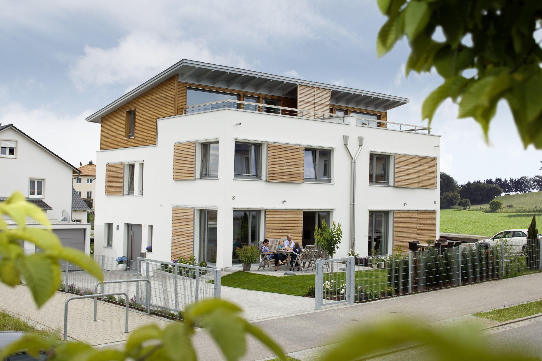 Ein Doppelhaus in moderner Holzbauweise. Dieses Aumann