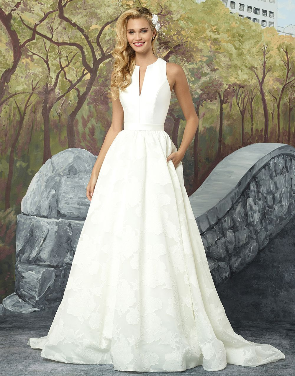 Wedding dress with collar  Justin Alexander wedding dresses style  Feel elegant with this