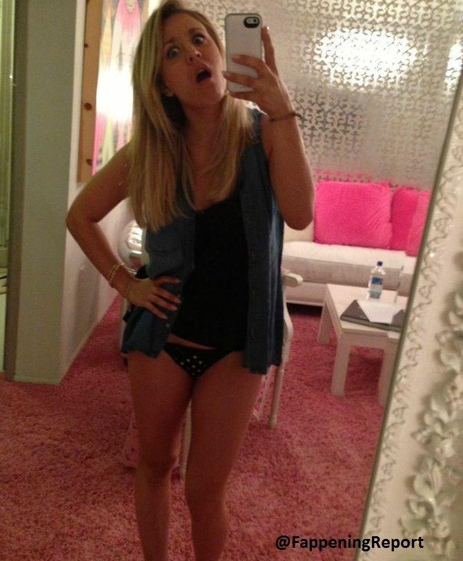 from Leighton naked girls ass selfies
