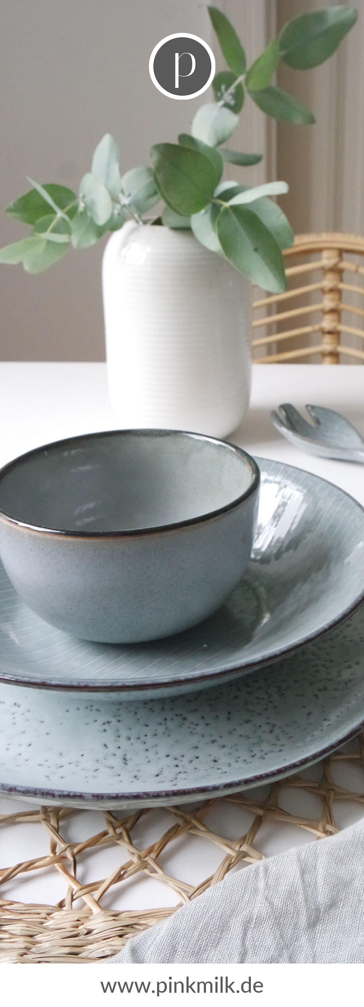 Zu Deinem perfekt gedeckten Tisch gehört ebenfalls eine schöne Dekoration. Die Vase von Bloomingville ist immer einsatzbereit und lässt sich super kombinieren.