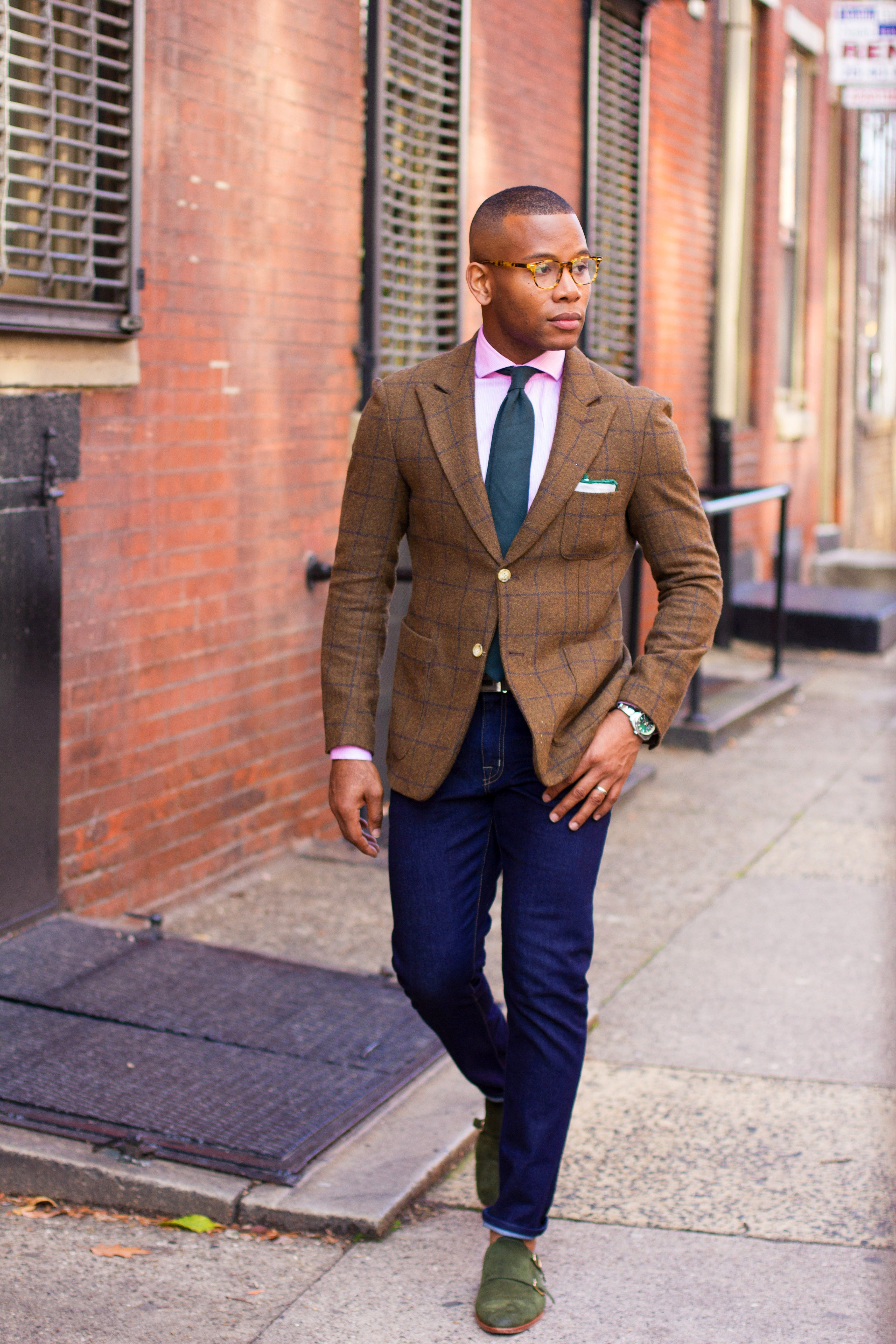 Looks - How to brown a wear tie video