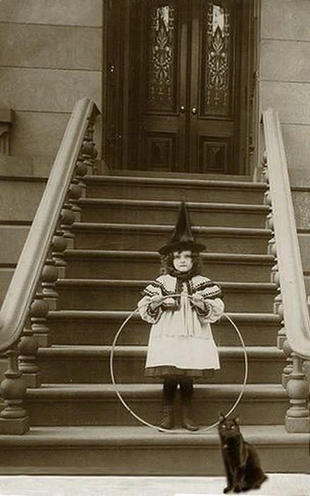 Little vintage witch & friend