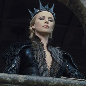 Snow White And The Huntsman Queen Hot